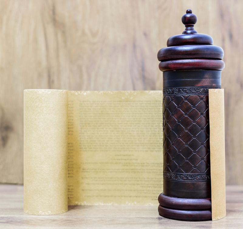 קריאת המגילה בבית הכנסת 'מבשר שלום'