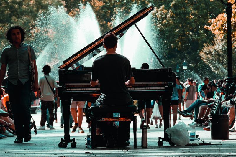 """נוסטלגיה מוסיקלית בסיפור ובצליל"""""""